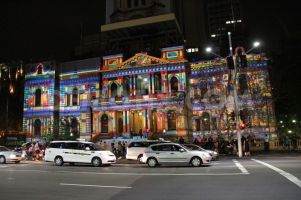 1355497566-sydney-town-hall-lights-up-for-christmas_1675529