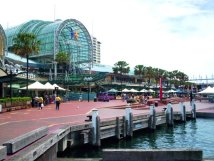 Darling_harbour_sydney_showing_harbourside