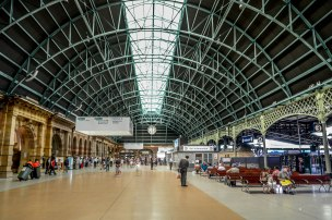 Inside_central_railway_station._sydney